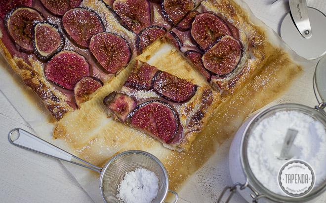 ciasto francuskie z masą marcepanową i świeżymi figami