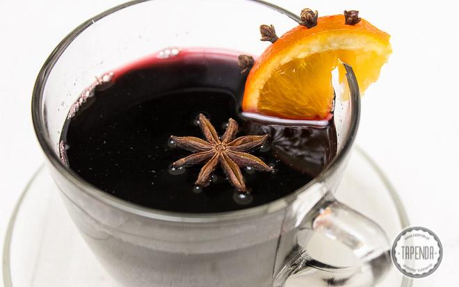 grzane wino z aromatycznymi przyprawami