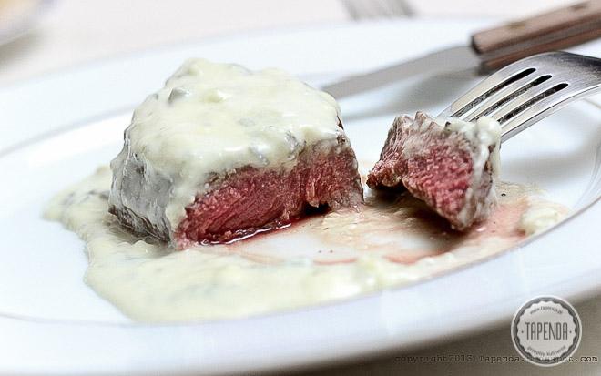 Stek w sosie z sera gorgonzola