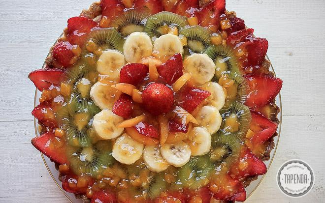 Tarta z owocami i kremem budyniowym