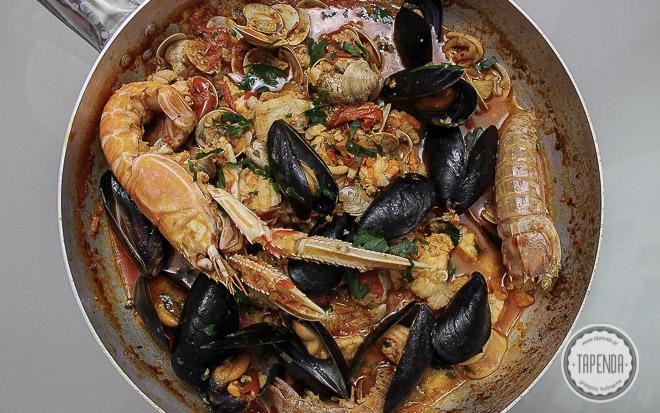 Zupa z owocami morza i rybami