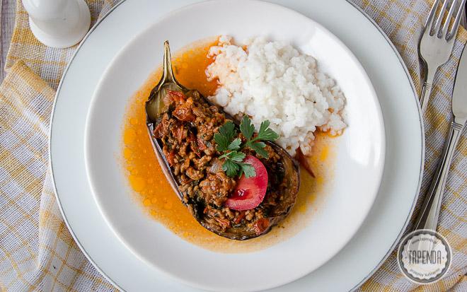 Bakłażany faszerowane mięsem Karniyarik z ryżem