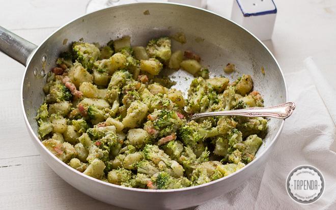 Brokuły z ziemniakami z patelni