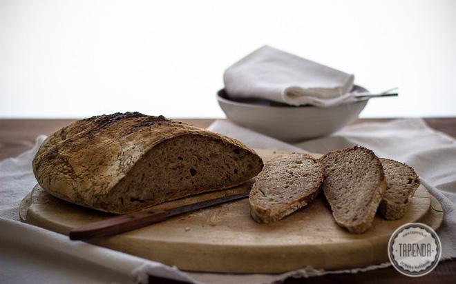Chleb pszenny razowy 100 procent hydracji