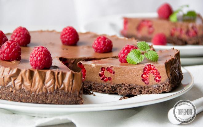 Ciasto z musem czekoladowym i malinami