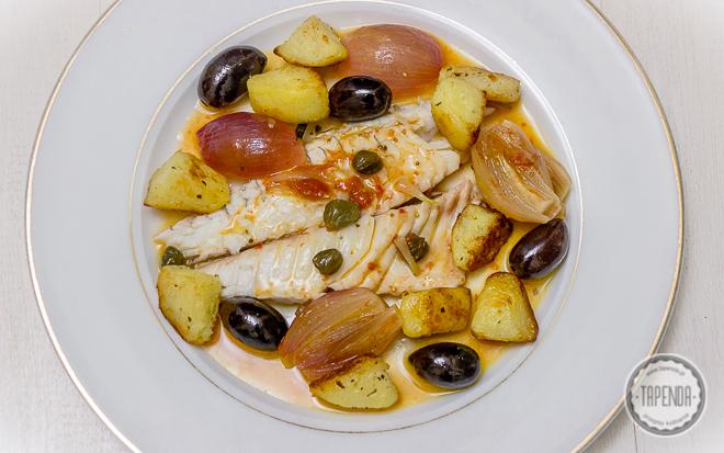 Filety dorady z szalotką i oliwkami kalamata