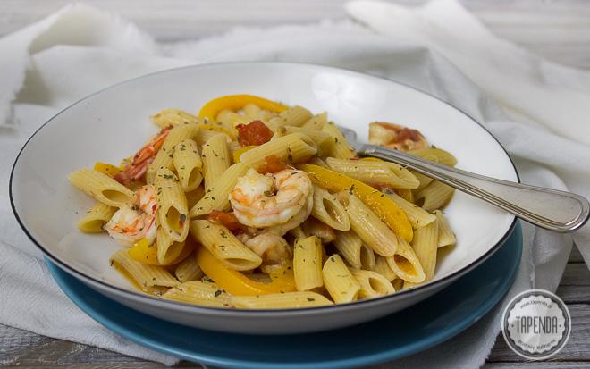 Makaron z krewetkami, papryką i pomidorami