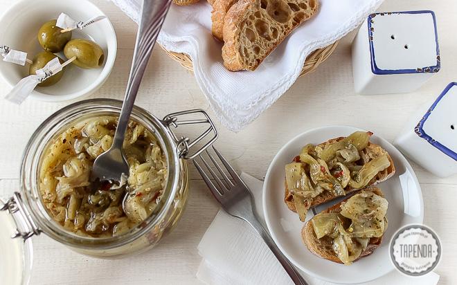 Marynowany bakłażan z oregano, czosnkiem i chilli