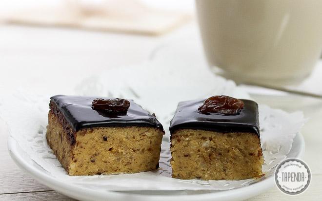 Mazurek orzechowy z czekoladą