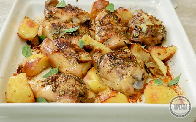 Pieczone udka kurczaka z ziemniakami