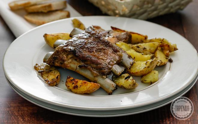 Pieczone żeberka z ziemniakami