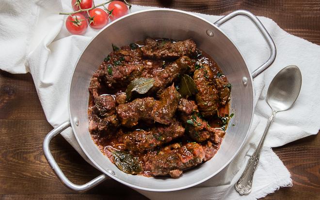 Roladki wołowe w sosie pomidorowym