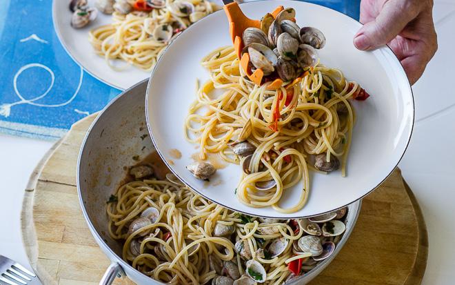 Spaghetti z małżami- kuchnia włoska