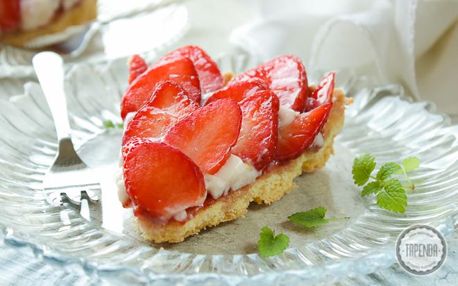 Tarta z truskawkami i kremem waniliowym
