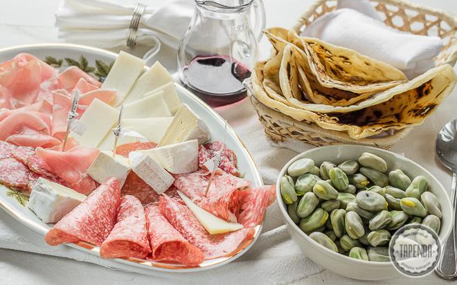 Włoskie antipasti z bobem