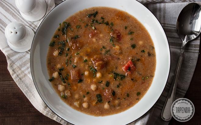 Zupa z ciecierzycy z pomidorami- kuchnia włoska